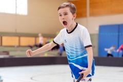 KE Floorball in Herzhausen, 03/19 Finale, der Jubel zum 1:1: Ederseeschule Herzhausen - Henkelschule Vöhl (in Weiß) Foto: Artur Worobiow